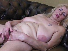 Animaciju gole devojke porno Šarmantan plavuša u crno donje rublje