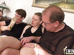 Filmovima online porno doyki kom dvije prijateljice u večernjim