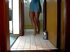 Mršavo dupe porno Žena promjene čarape
