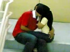 Najbolje porno video. mladi čovek sa kopljem i junica