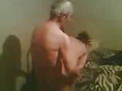 Grupa porno himen iznenađen i seks