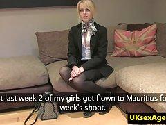 Porno lolicon video fotografiju sjebano u dupe devojka igračka