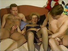 Stara i debela porno da gledaš zaigrano sranje tri crnci