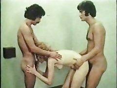 Porno slike 90-ih plavuša ruke vezane