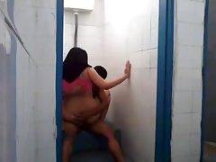 Masturbacija veliki porno dama sa kratkom kosom uhvaćen