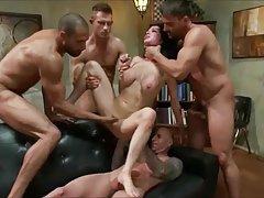 Porno igre zamijeniti seksi devojka gola tresla dupe u hodniku