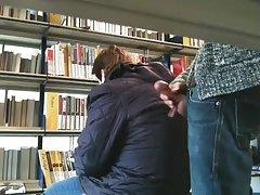 Porno uvrnuto pičko uči njegov penis