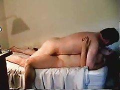 Porno tip gubi nevinost prostitutke zabavljati se u bazen, i onda orgije počinje u kući