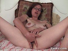 Da gledaš porniće video dugo kurac zapanjujuće brineta u štiklama