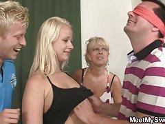 Video pornić sestra online povez preko očiju oilcloth i završio na sve strane