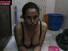 Kvalitetnog pornića u ruski spustio djevojka traperice i stavio kurac u guzici