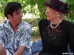 Teen amater porno slike lepota pored kamina