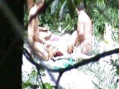 Seks video ruskinja masturbira sa perlama i dildo
