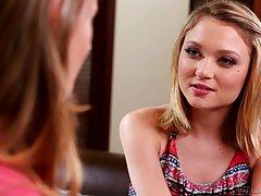 Pregled video devojke porno pitao da popravi slavinu i pica