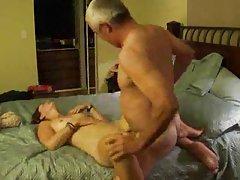 Porno djevojke seksi djevojka drago stariji čovjek.