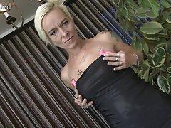 Gledaš porniće kunilingus dominacija tip seksi zavodnik.