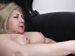 Porno erotski lizbiyanki opalio plavuša